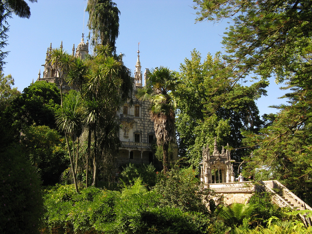 The most beautiful gardens in the world wanderer guides for Jardines quinta da regaleira