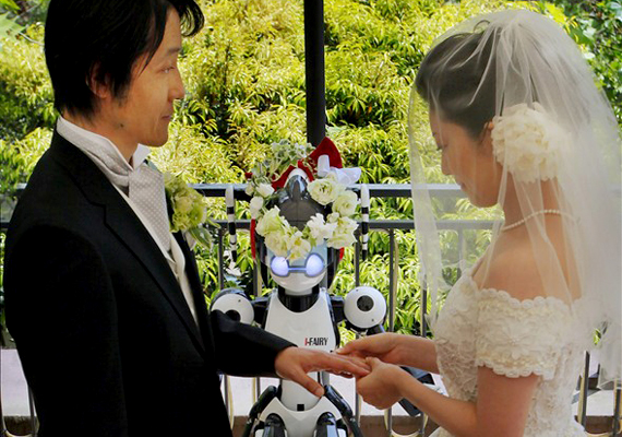 Robot priest wedding couple in Japan