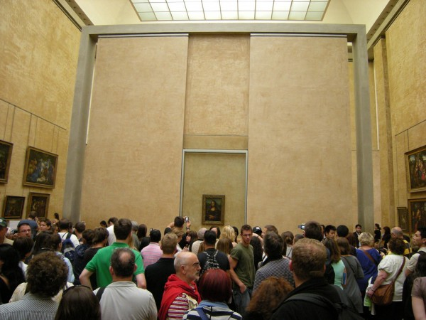 Mona Lisa in a crowd