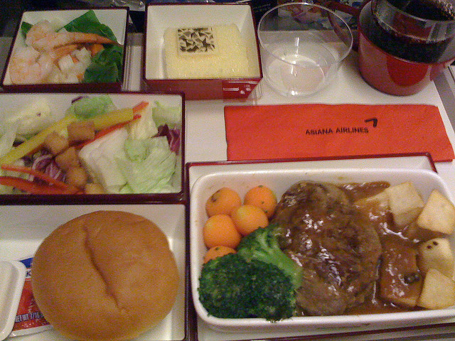 Meal on Asiana Airlines ©Puck Goodfellow/Flickr